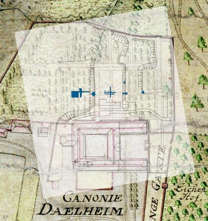 Abb. 4: Die Fotomontage zeigt den hier nach Süden ausgerichteten kolorierten Vermessungsplan von F. Deichmann aus dem Jahr 1797 mit dem darüber gelegten modernen Vermessungsplan. Die dunklen Rechtecke kennzeichnen die bis 2004 untersuchten Grabungsflächen. Foto: M. Preißler