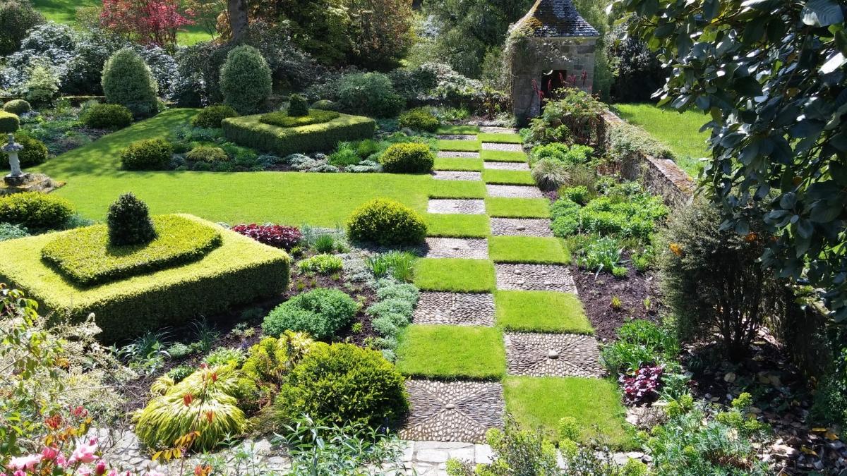 Heuvelachtig Tuin Ontwerp : Eghn u tuinen van kerdalo